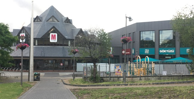 Picture of walthamstow shopping centre closed due to the fire.