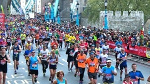 London marathon runners tower bridge